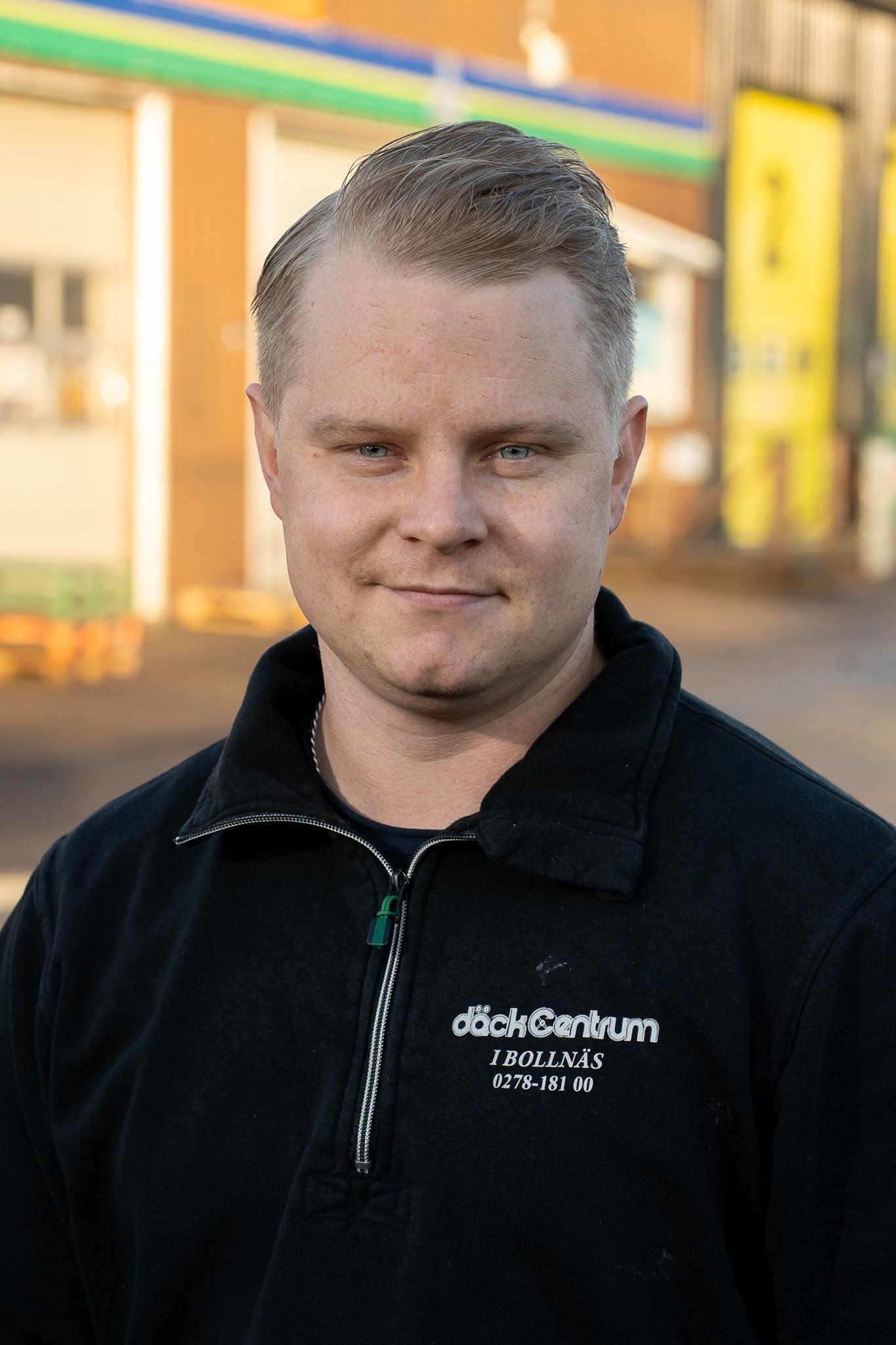 Anton Högberg Däckab Däckcentrum Bollnäs. Foto: Morgan Grip / Mediamakarna Grip