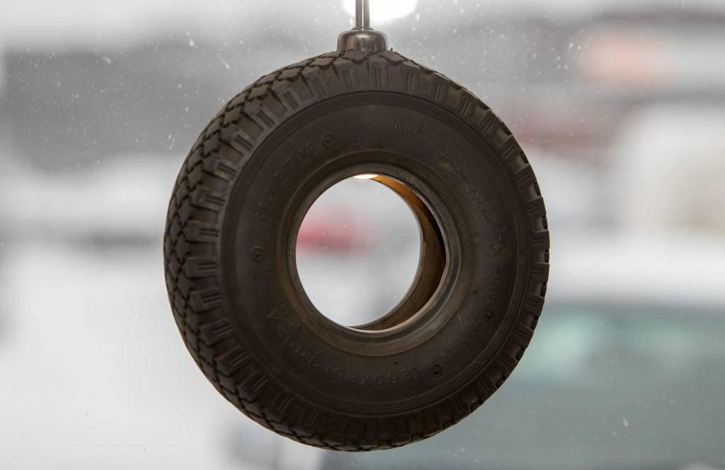 Däckabgruppens huvudsakliga arbetsområden är däckservice för alla typer av fordon men vi har också reparationsverkstäder för personbilar och lastbilar. Foto: Morgan Grip / Mediamakarna Grip